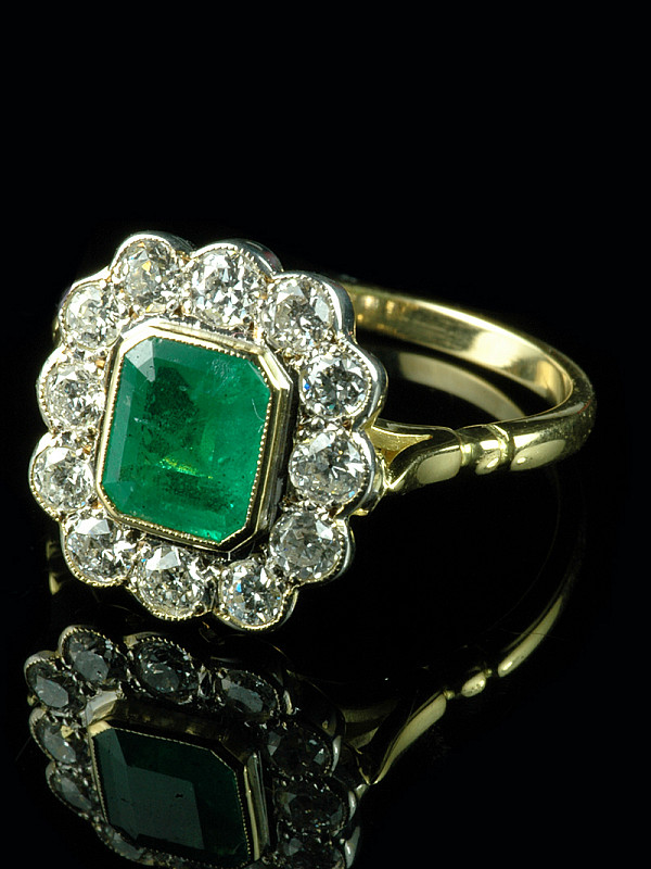 33fd0549ef206 18ct Gold Emerald & Diamond Cluster Ring