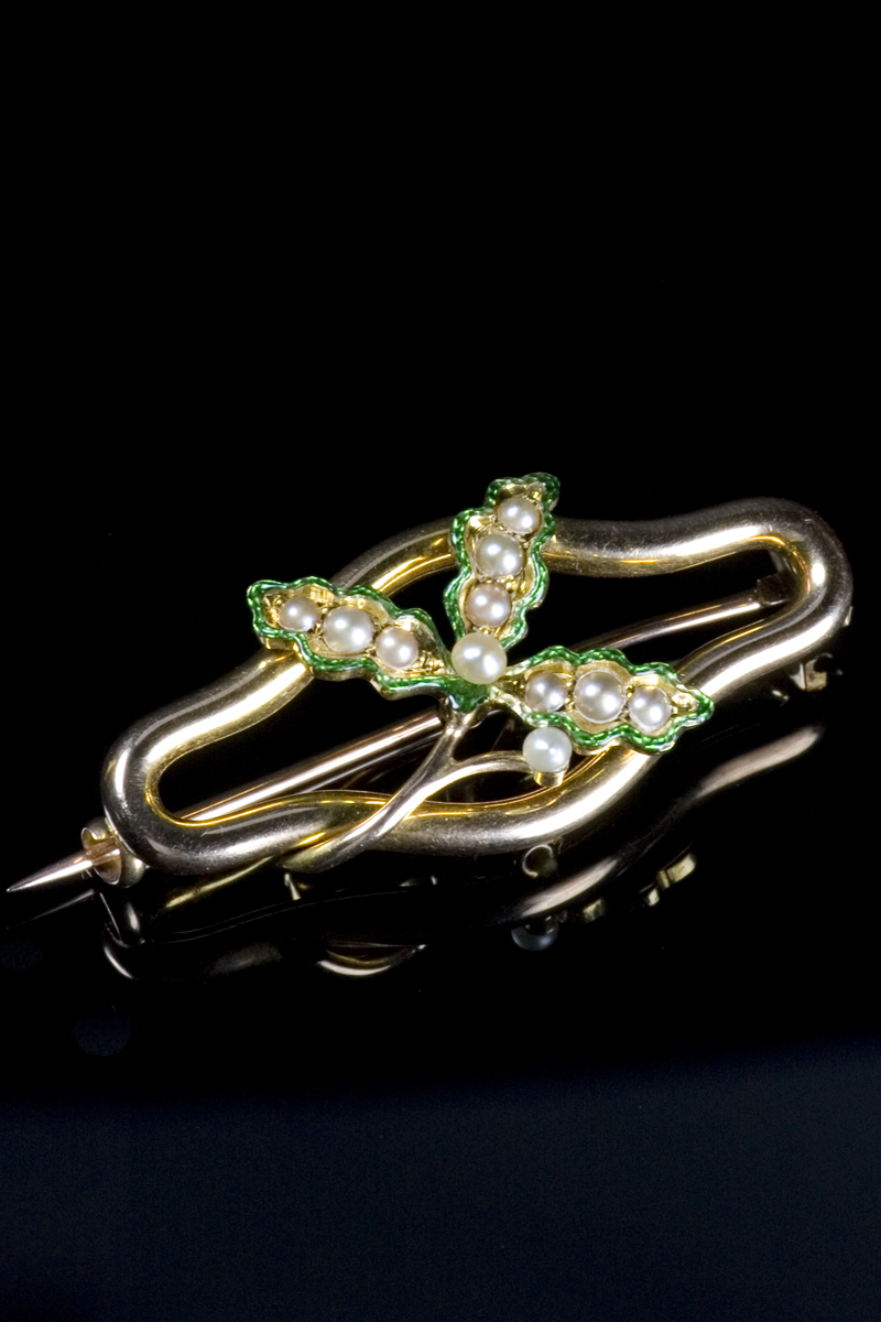 42484-green-enamel-and-pearl-flower-brooch-001