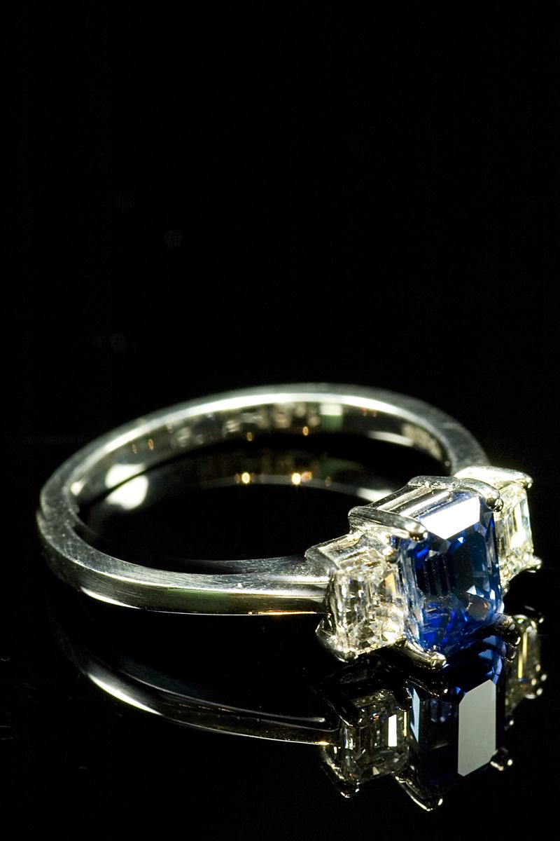67807-emerald-cut-sapp-dia-3-stone-001