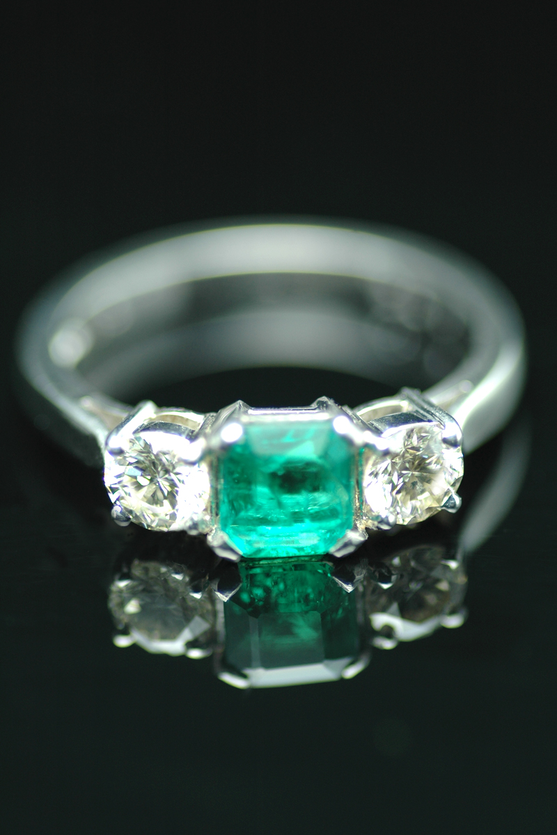 E721 emerald and diamond ring 2