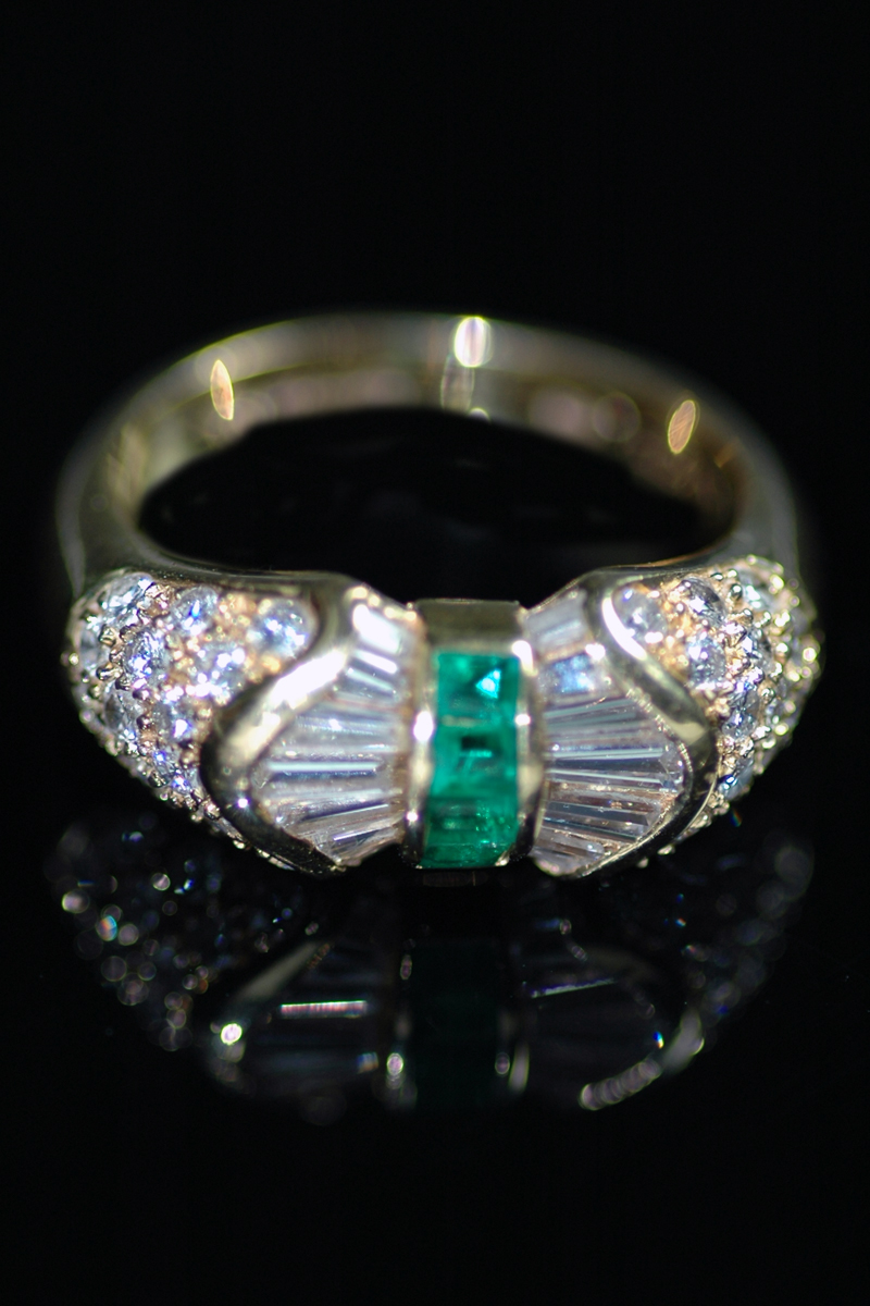 H125 emerald bow ring 2