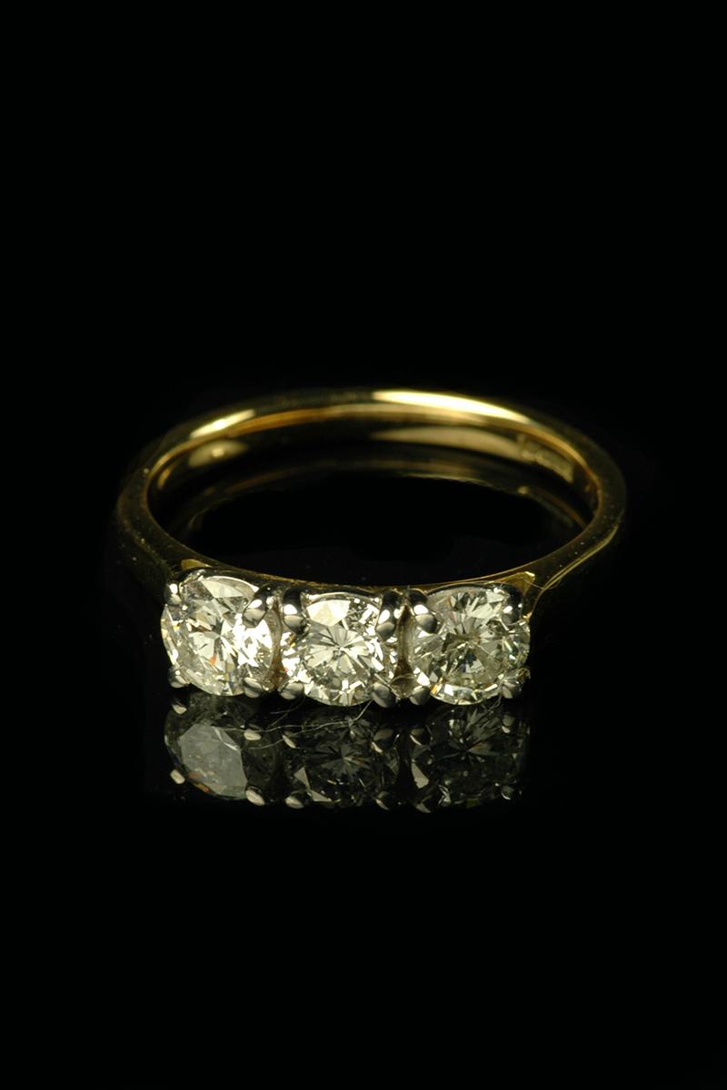 3 stone diamond ring2