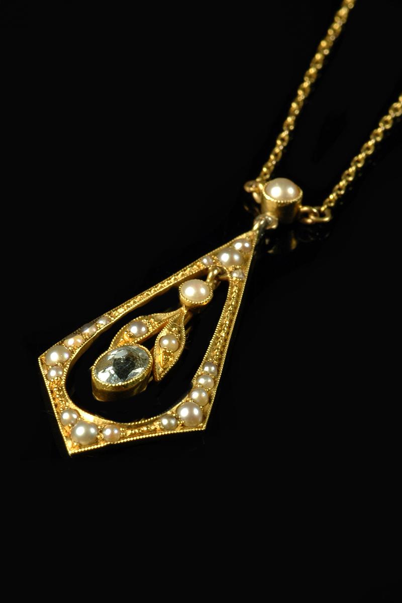 aquamarine and pearl pendant2