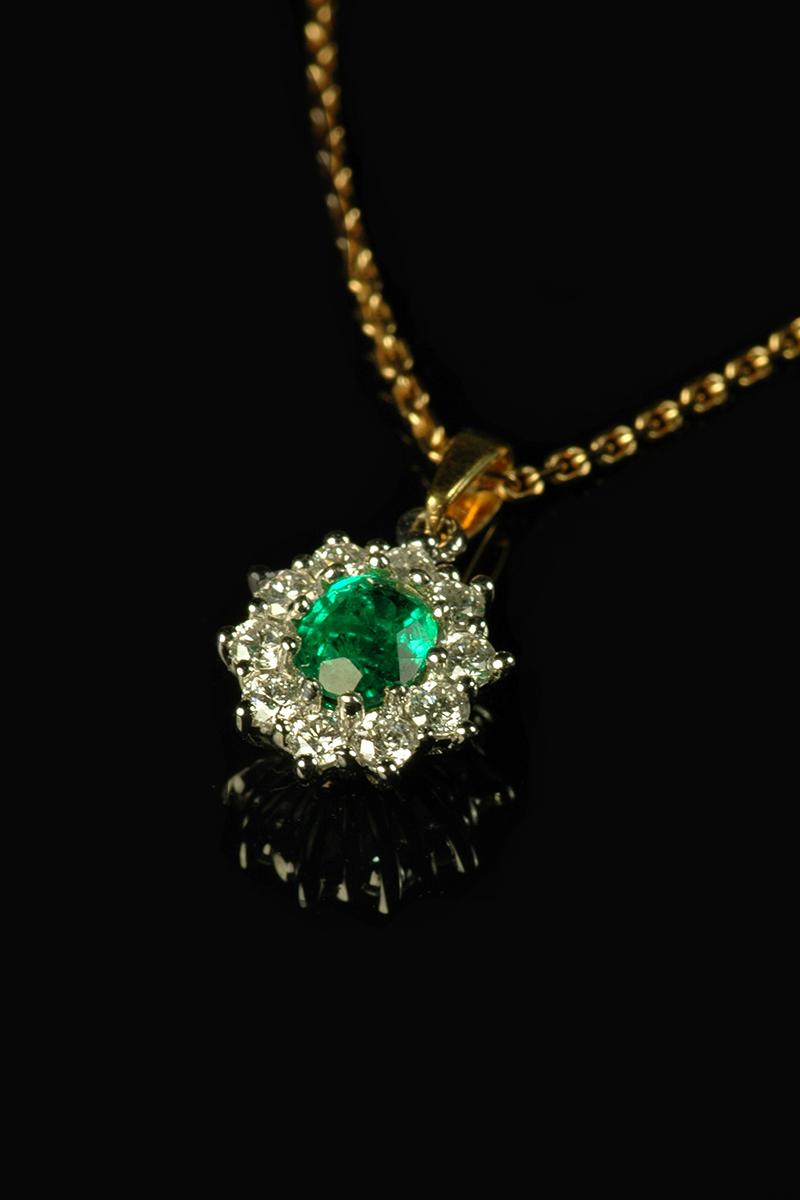 emerald and diamond pendant2