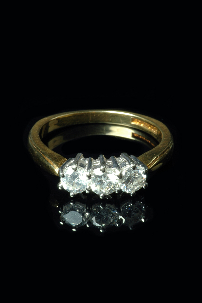3-stone-diamond-ring2