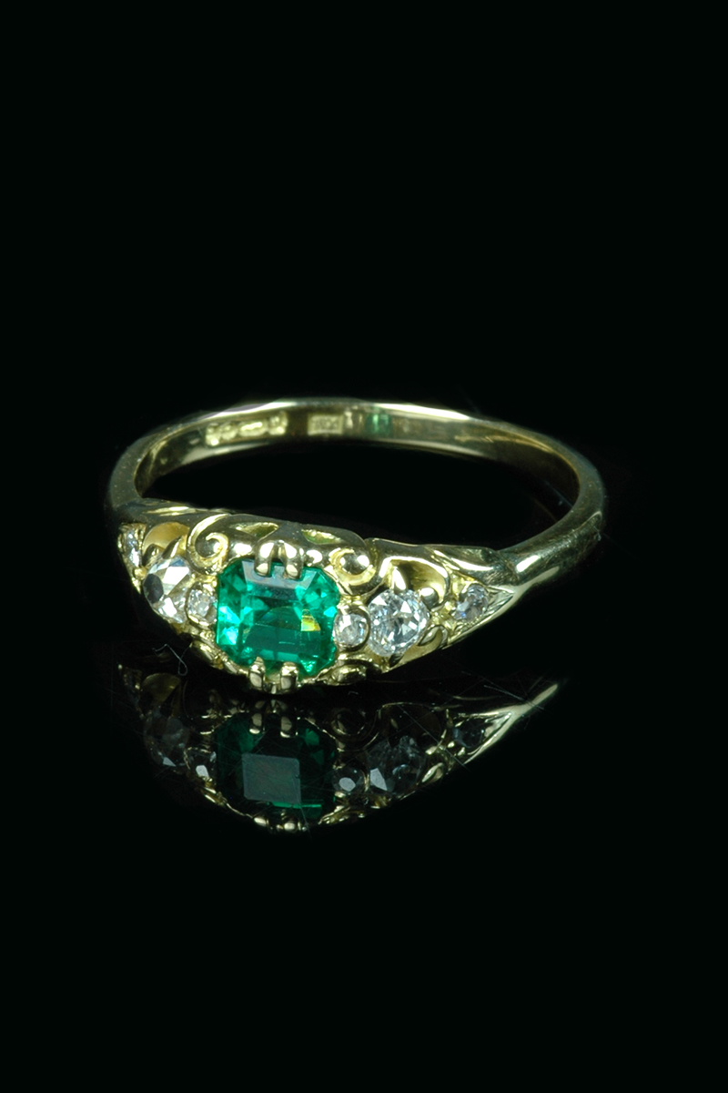 emerald-diamond-ring2