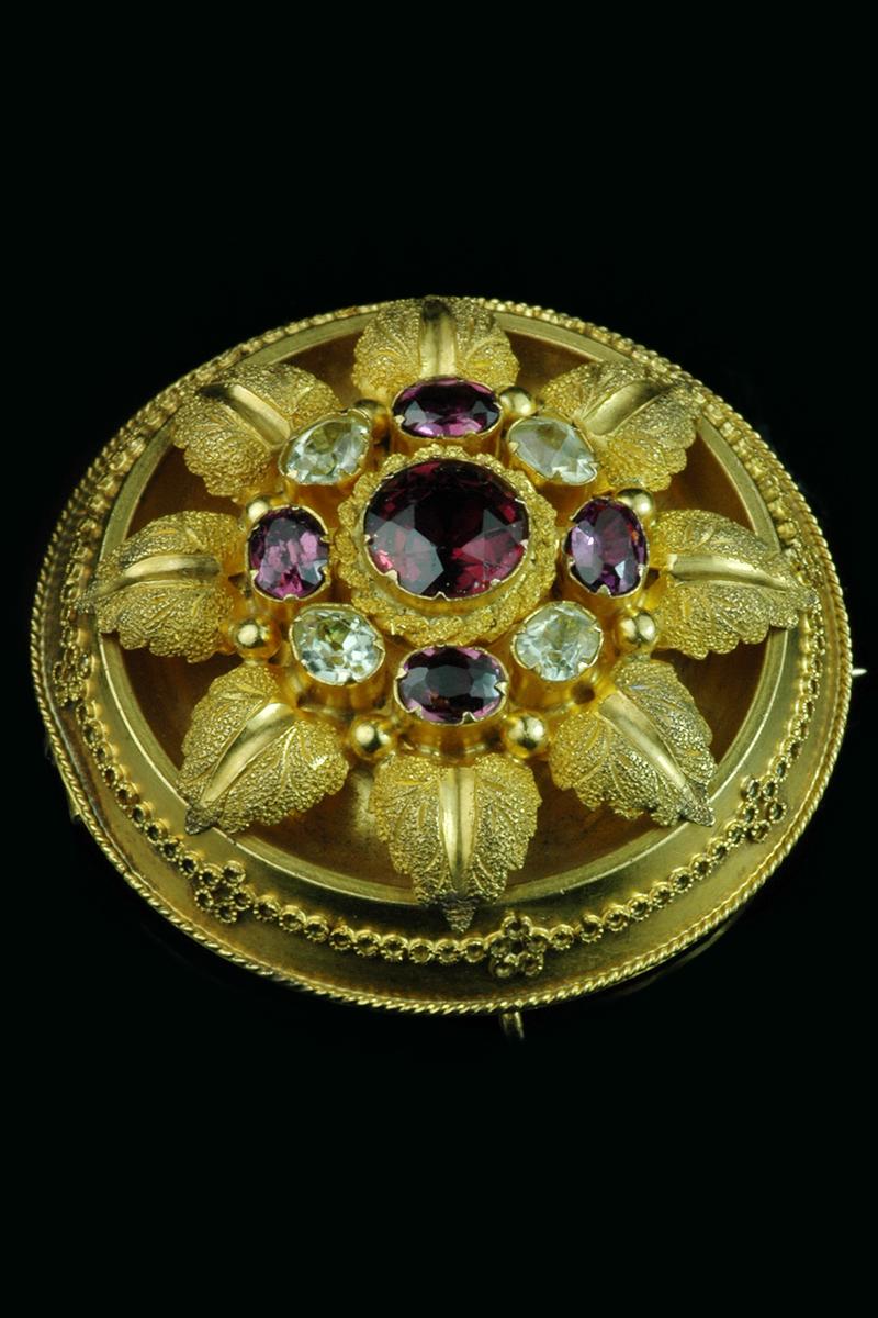 garnet-diamond-brooch1