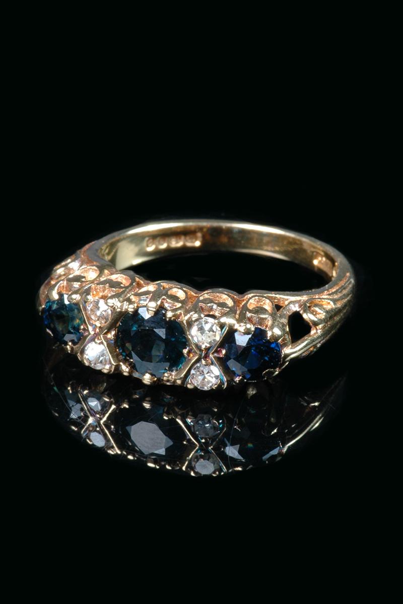 sapphire-diamond-ring1