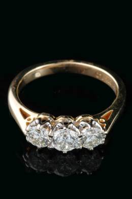 3 stone diamond ring claw1