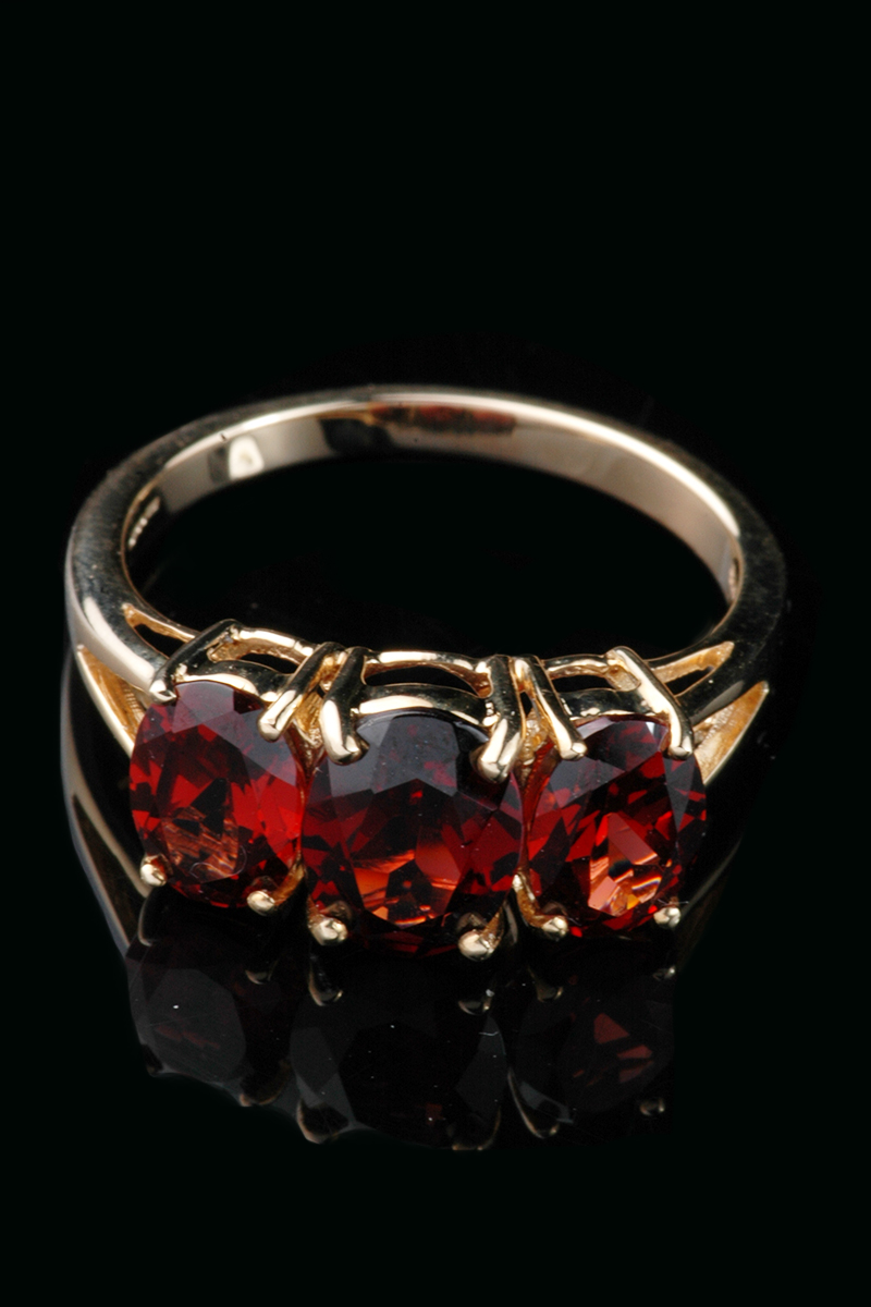 9ct Yellow Gold 3 Stone Garnet Ring Goodwins Antiques